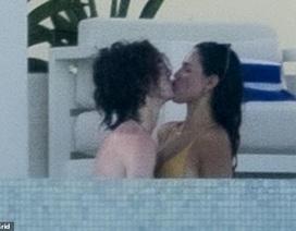 Eiza Gonzalez say đắm hôn bồ trẻ kém tuổi