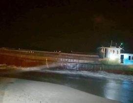 Không tìm được chủ sở hữu 2 tàu hàng có chữ nước ngoài trôi dạt trên biển