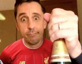 """Gary Neville bỗng dưng """"mất tích"""" sau khi Liverpool vô địch"""