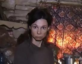 Người phụ nữ bị mẹ nhốt trong nhà, ăn thức ăn mèo suốt 26 năm
