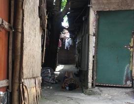 Cuộc sống quay quắt dưới mái tôn trong nắng nóng thiêu đốt ở Hà Nội