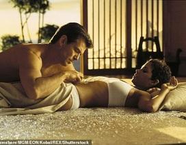 """Sự thật đằng sau cảnh nóng """"suýt chết"""" của điệp viên 007"""