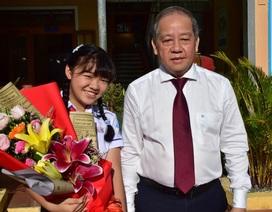 """Bức thư """"gửi mệ Sương bán xôi"""" giúp nữ sinh giành giải Nhất cuộc thi UPU"""