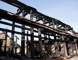 Hà Nội: Ngôi Tam bảo bằng gỗ lim hàng chục tỷ hóa than sau đêm hỏa hoạn