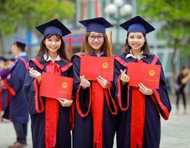 Sinh viên tốt nghiệp xuất sắc được xét tuyển vào công chức