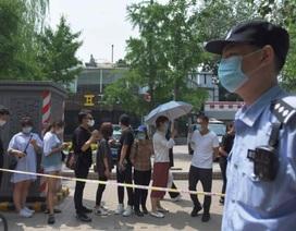 Covid-19 khó lường, Trung Quốc phong tỏa nửa triệu dân gần Bắc Kinh
