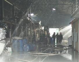 Vụ cháy gần tổng kho xăng dầu: Thùng phuy cháy không chứa hóa chất độc hại