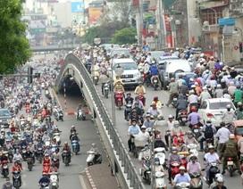 """""""Nhường"""" Chính phủ quyền quyết định thu phí đường bộ với xe máy"""