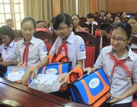 Tặng 100 cặp phao cứu sinh cho học sinh Nghệ An