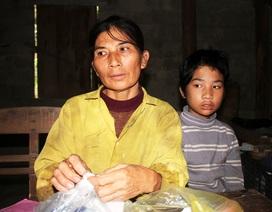 Cùng đường, mẹ bán cả tóc để cứu con mắc chứng thận hư