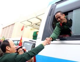 Thanh niên xếp sách bút lên đường thực hiện nghĩa vụ với Tổ quốc