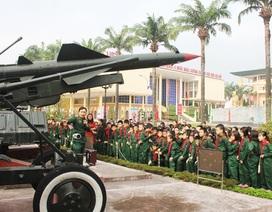Háo hức học lịch sử ở Bảo tàng Quân đội