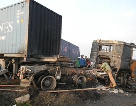 2 container đấu đầu phát nổ, bốc cháy dữ dội trên Quốc lộ 5