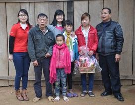Hai bố con bé Triệu Thị Huyền đón Tết đầm ấm