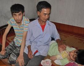 Bố côi cút chạy ăn từng bữa nuôi 2 con tàn tật