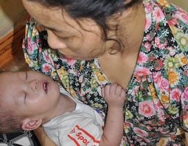 Thương người mẹ mù lòa mơ có tiền cứu con bị tim bẩm sinh
