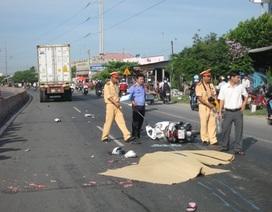 Va chạm với xe đạp, 2 phụ nữ chết thảm dưới bánh container