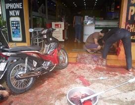 """Cửa hàng điện thoại bị """"khủng bố"""" bằng sơn và phân bò"""