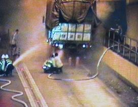 Cháy xe tải trong hầm Hải Vân