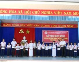 Đà Nẵng: Trao học bổng bảo trợ cho 142 học sinh mồ côi, nghèo