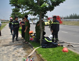 Cháy nhà xưởng, 9 lính cứu hỏa bị ngộ độc khí