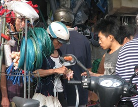 Nườm nượp đi mua đồ ứng phó với siêu bão Haiyan