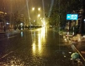 Đà Nẵng mưa nặng hạt, đường phố vắng vẻ