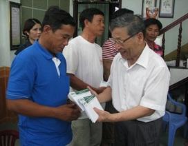 Báo Dân trí trao 100 triệu đồng đến 10 ngư dân tàu cá bị Trung Quốc đâm chìm