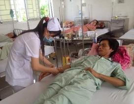 Hơn 40 người nhập viện cấp cứu sau ăn bánh mì mua tại chợ