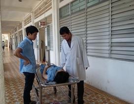 Hàng chục công nhân nhập viện vì nghi bị ngộ độc thực phẩm