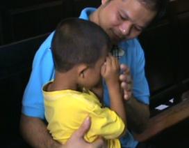 Vụ chai nước có ruồi: Luật sư nhận làm cha đỡ đầu con bị cáo Minh