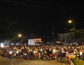 """Hàng nghìn xe máy """"tràn"""" về miền Tây ăn tết"""