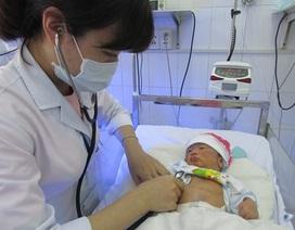 Cứu sống bé sơ sinh bị vỡ dạ dày rất hiếm gặp
