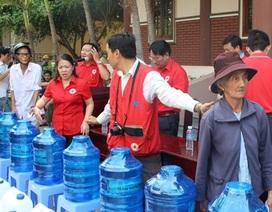 Trung ương Hội Chữ thập đỏ cứu trợ người dân vùng hạn, mặn
