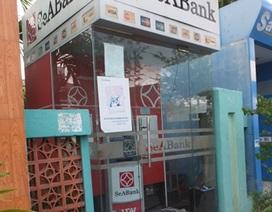"""Trộm phá trụ ATM ngay trước cổng bến xe khách, """"nẫng"""" 100 triệu đồng"""