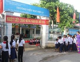 Học sinh ở phum, sóc rộn ràng đến trường đầu năm học mới