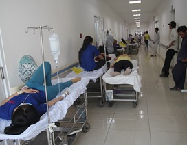 Gần 90 công nhân nhập viện nghi do ngộ độc thực phẩm