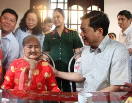 """Bí thư Đinh La Thăng chỉ đạo """"nóng"""" làm đường vào nhà Mẹ Việt Nam anh hùng"""