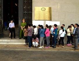 Dân bức xúc vì đăng ký trước nhưng vẫn không mua được tiền lưu niệm 100 đồng