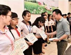 """40 sinh viên tiêu biểu được trao """"Học bổng STF - PNJ"""" năm 2016"""
