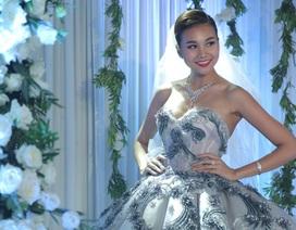 Thanh Hằng diện trang sức cưới tiền tỷ trong lễ cưới