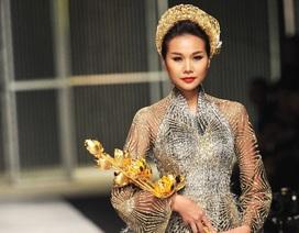 Thanh Hằng diện nguyên cây vàng, diễn xuất thần tại VIFW