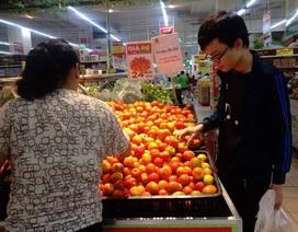 """Cà chua """"cháy"""" hàng, nhiều người vào siêu thị gom ra chợ bán hưởng chênh lệch"""