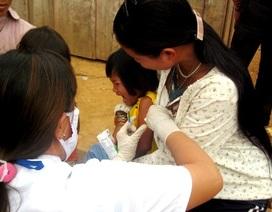 Tiêm chủng cho gần 900 người dân ở vùng dịch bệnh bạch hầu