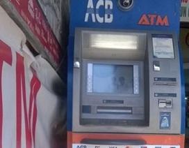 Bắt ba người nước ngoài dùng ATM giả để rút tiền
