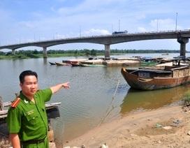 Bắt 15 ghe hút cát trộm trên sông Thu Bồn