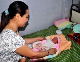 Đôi vợ chồng hiếm muộn mừng tủi khi nhặt được bé sơ sinh