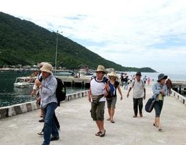 Biển động, hơn 1.000 du khách mắc kẹt trên đảo Cù Lao Chàm