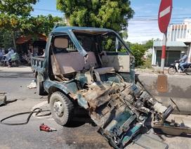 Xe tải bị tông vỡ toác đầu, 2 bố con trong cabin may mắn thoát chết