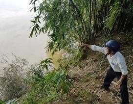 """Nỗi lo bị """"hà bá"""" nuốt xuống sông trong mùa mưa bão"""